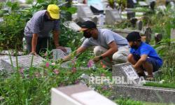 Pedagang Bunga di TPU Palembang Panen Untung