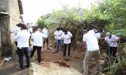 PLN UIP2B Bantu Buat 400 Lubang Biopori di Depok