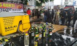 Polres Raja Ampat Musnahkan Botol Miras Oplosan dan Pabrik