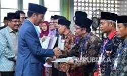 Jokowi Serahkan 124.120 Sertifikat Tanah Reforma Agraria