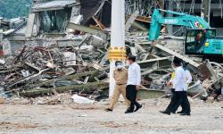 Terdampak Gempa, Jokowi Tinjau Kantor Gubernur Sulawesi Bar