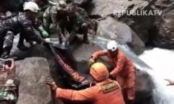Tim SAR Gabungan Berhasil Evakuasi Korban Longsor di Lombok