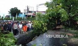 Hujan dan Angin Kencang Rusak 2 Bangunan di Bogor
