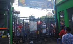 PPDB Eror, Ratusan Warga Antre di Kantor Disdik Kota Malang