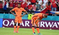 Reaksi Denzel Dumfries dari Belanda (kiri) setelah kalah dalam pertandingan sepak bola babak 16 besar UEFA EURO 2020 antara Belanda dan Republik Ceko di Budapest, Hongaria, 27 Juni 2021.