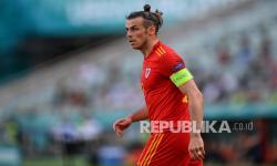 Reaksi Gareth Bale  pada pertandingan grup A kejuaraan sepak bola Euro 2020 antara Wales dan Swiss, di stadion Olimpiade Baku, di Baku, Azerbaijan, Sabtu (12/6).