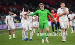 Reaksi kiper Jordan Pickford dari Inggris setelah kalah di final UEFA EURO 2020 antara Italia dan Inggris di London, Inggris, Senin (12/7) dini hari WIB.