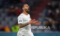 Reaksi Leonardo Spinazzola dari Italia setelah kehilangan kesempatan untuk mencetak gol pada pertandingan perempat final kejuaraan sepak bola Euro 2020 antara Belgia dan Italia di Allianz Arena di Munich, Jerman, Sabtu (3/7) dini hari WIB.