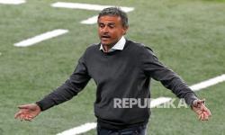 Reaksi manajer Spanyol Luis Enrique saat pertandingan semifinal kejuaraan sepak bola Euro 2020 antara Italia dan Spanyol di stadion Wembley di London, Rabu (7/7) dini hari WIB.
