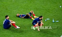 Reaksi para pemain Prancis usai kalah dari Swiss lewat adu penalti di laga babak 16 besar Euro 2020.