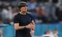 Reaksi pelatih kepala Jerman Joachim Loew selama pertandingan sepak bola babak penyisihan Grup F Euro 2020 antara Prancis dan Jerman di Muenchen, Jerman, 15 Juni 2021.
