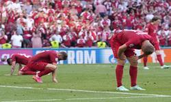 Reaksi pemain Denmark setelah kalah dalam pertandingan sepak bola babak penyisihan grup B UEFA EURO 2020 antara Denmark dan Belgia di Kopenhagen, Denmark, 17 Juni 2021.