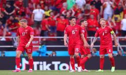 Reaksi pemain Denmark setelah kebobolan keunggulan 2-1 Belgia pada pertandingan sepak bola babak penyisihan grup B UEFA EURO 2020 antara Denmark dan Belgia di Kopenhagen, Denmark, 17 Juni 2021.