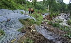Antisipasi Banjir, Khofifah Minta Pemkab Jember Keruk Sungai