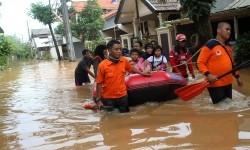 Jatiasih Terendam Akibat Banjir Kiriman