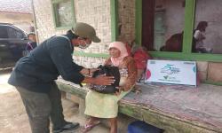 In Picture: Sukabumi Update dan DD Bagikan 50 Paket Sembako