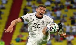 Aksi Robin Gosens dari Jerman di Euro 2020.