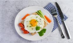 Yang Harus Dimakan dan Dihindari Saat Sahur