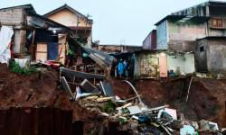 Longsor di Lokasi Pembangunan <em>Double Track </em>Bogor-Sukabumi