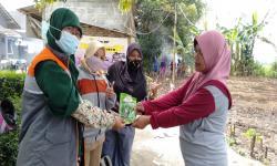 Rumah Zakat Berikan Benih Sayuran kepada Kelompok Tani