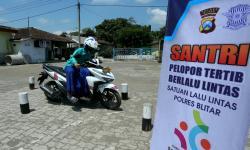 In Picture: Program Polisi Sahabat Santri di Blitar
