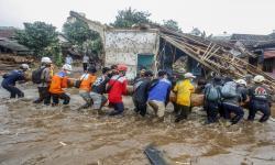 Bupati Sukabumi Duga Kayu dan Sampah Penyebab Banjir Bandang