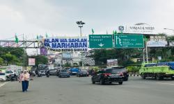 Satpol PP Bekasi Pastikan Spanduk Habib Rizieq Sudah Bersih