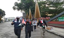 Dukung Palestina, Warga<em> Long March</em> ke Kawah Galunggung