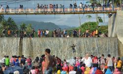 Dilarang, Warga Tetap Jalani Tradisi Balimau