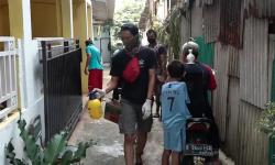 Warga Swadaya Lakukan Penyemprotan Disinfektan