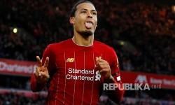 Meski Cedera, Van Dijk Selalu Siap di Ruang Ganti Liverpool