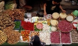 Kemenag Sosialisasikan JPH di Pasar Tradisional
