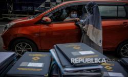 In Picture:  Pembagian Rapor Tanpa Turun Kendaraan