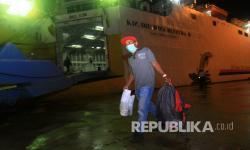 In Picture: 130 PMI Dideportasi dari Malaysia