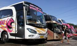 In Picture: Bus AKAP di Makassar Berhenti Angkut Penumpang