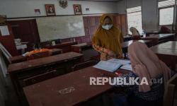 In Picture: Sulit Akses Internet Siswa Belajar Tatap Muka
