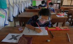 Belum Semua Anak Divaksin, IDI: Jangan Dulu Ada PTM