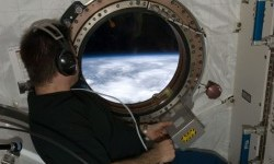 2 Astronaut Isi Catu Daya Stasiun Luar Angkasa