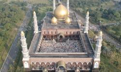 Masjid Kubah Emas Laksanakan Sholat Id dengan Prokes