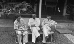 Antara Soekarno, Pemimpin Indpenden, dan Petugas Partai