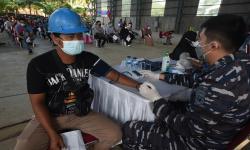 In Picture: TNI AL Gelar Vaksinasi Covid-19 Bagi Buruh dan Warga Pesisir