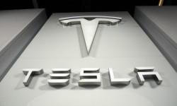 Saham Tesla Menyusut Sepertiga untuk Ketiga Kali