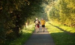 Jaga Kesehatan Lansia dengan Makanan Bergizi dan Olahraga