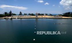 Tim dayung Sulawesi Tenggara berlatih di Venue Dayung, Teluk Youtefa, Kota Jayapura, Papua, jelang PON XX.
