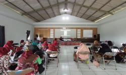 UNNES Latih Tim Penggerak PKK Seni Kanzashi dan Fotografi