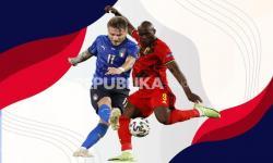 Striker timnas Italia Ciro Immobile vs striker timnas Belgia Romelu Lukaku (kanan).