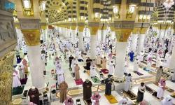 Dua Masjid Suci Gelar Sholat Tarawih Pertama