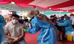 4.000 Orang Divaksinasi di Stadion Patriot Candrabhaga