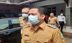 Arief Minta Laporkan Petugas Pemotong Bansos di Tangerang