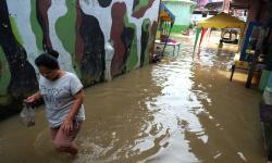 Sungai Deli Medan Kembali Meluap dan Rendam Rumah Warga